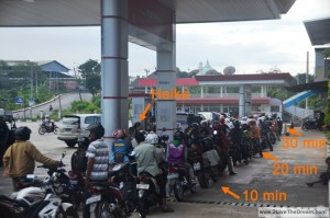 long queue at petrol station