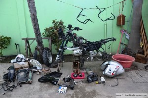 Filippo's R1150GS in pieces