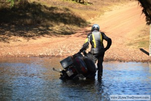 Oups - Fillippo dropped the bike into the Alligator River!
